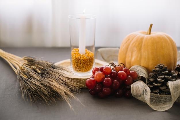 Décoration de table de thanksgiving avec du blé