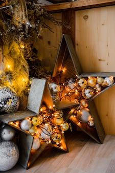 Décoration de vacances maison étoile en bois et lumières de noël