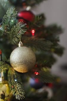 Décorations d'arbre de noël nouvel an vacances fond concept festif