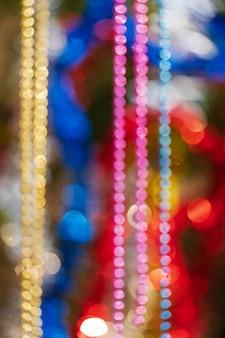 Décorations colorées d'ornement de noël défocalisé abstrait flou bokeh de boules
