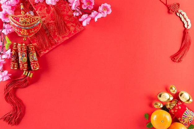 Décorations du festival du nouvel an chinois sur rouge