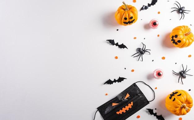 Décorations d'halloween à base de masque médical de chauves-souris en papier citrouille et d'araignée noire