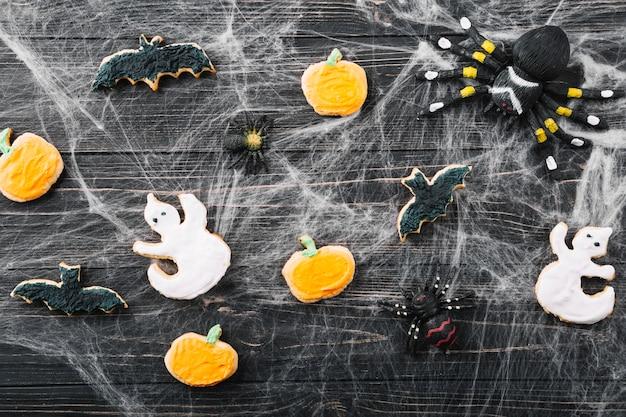 Décorations d'halloween et biscuits en araignée