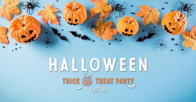 Décorations d'halloween faites de citrouille, de chauves-souris en papier et d'araignée noire