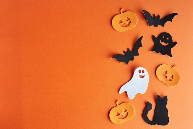 Décorations d'halloween sur orange