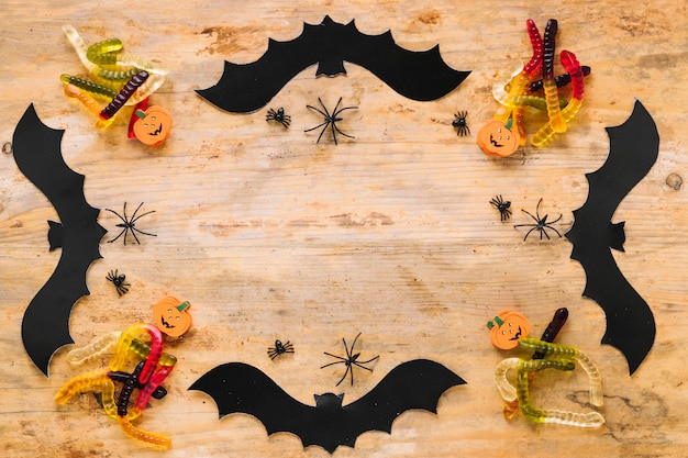 Décorations d'halloween posées dans un cadre