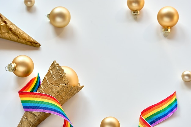 Décorations de noël aux couleurs du drapeau arc-en-ciel de la communauté lgbtq