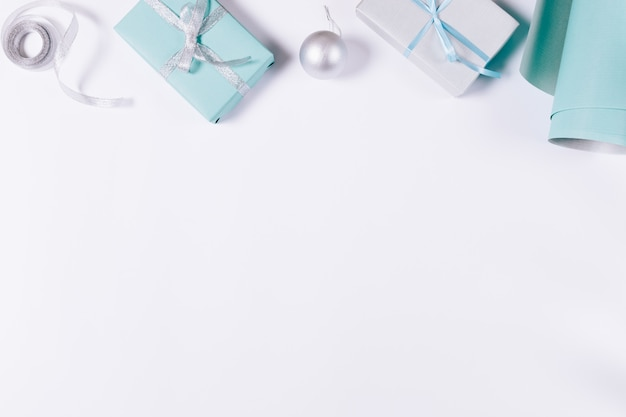 Décorations de noël bleues et argentées