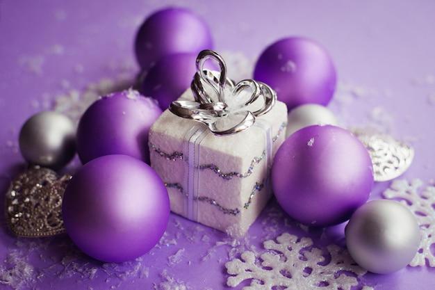 Décorations de noël couleur violet