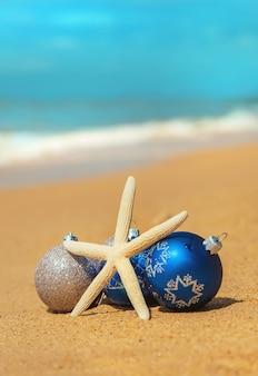 Décorations de noël sur la plage