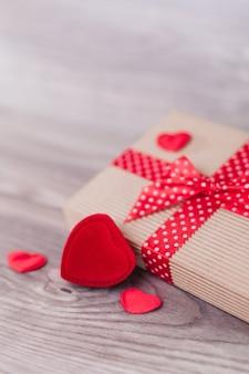 Décorations de la saint-valentin sur bois