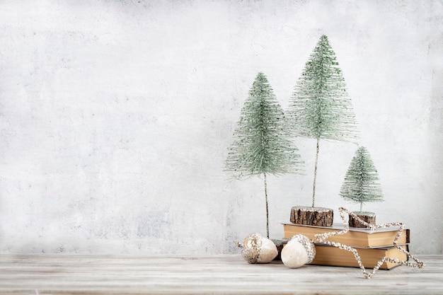 Décoré avec le fond de décorations d'arbre de noël. concept de célébration pour le réveillon du nouvel an.