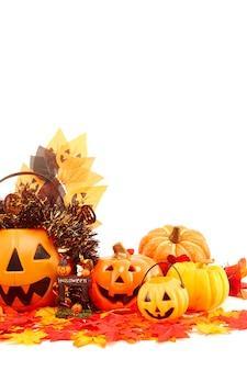 Décorer la fête d'halloween sur blanc