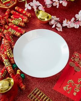 Décorez le festival du nouvel an chinois sur rouge
