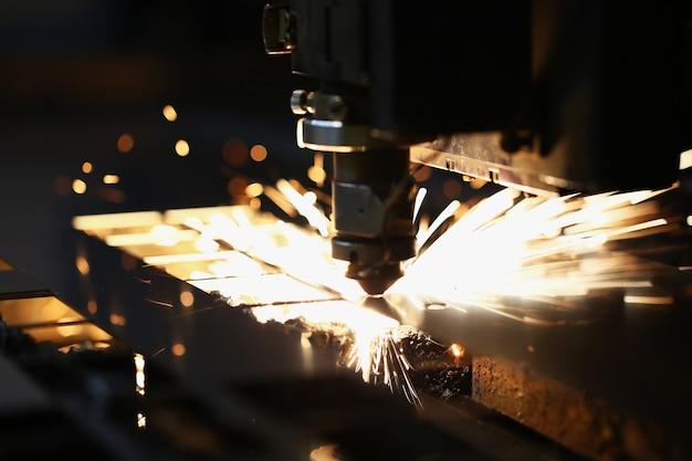 Découpe laser du métal dans les technologies industrielles modernes