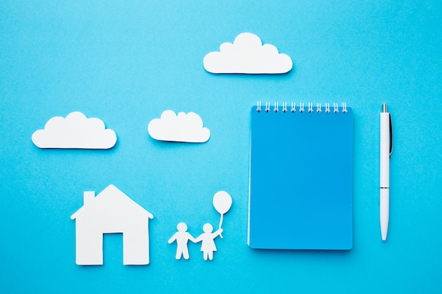 Découper le concept de famille de chaîne de papier