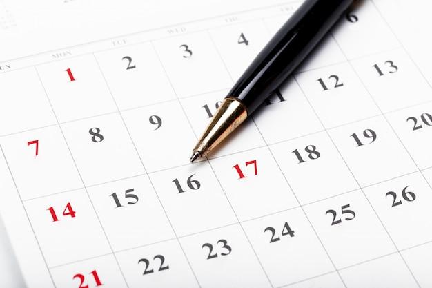 Découvrez les dates dans un concept de calendrier d'entreprise