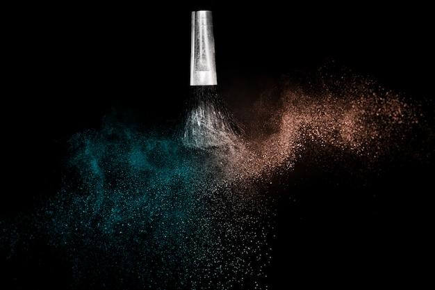 Deep ocean et living coral color, éclaboussures de poudre pour maquilleur ou graphiste