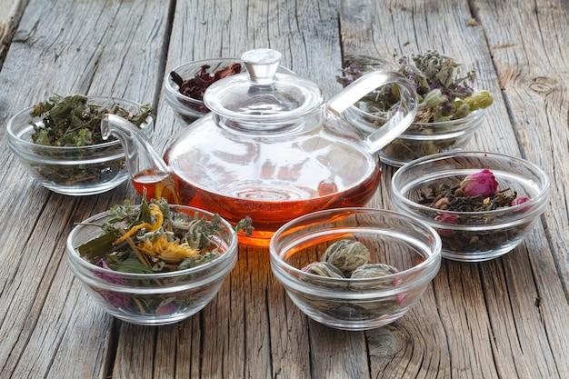 Définissez des herbes médicinales. herbes séchées pour une utilisation en médecine alternative.médecine à base de plantes, herbes médicinales de phytothérapie.