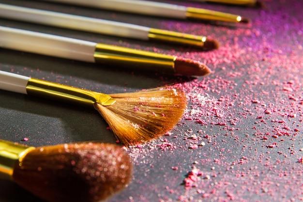 Définit un pinceau de maquillage pour maquilleur professionnel
