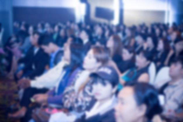 Défocalisation du fond de la salle de congrès des entreprises