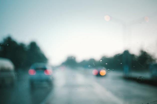 Défocalisation de la route au coucher du soleil abstrait. style de couleur rétro.
