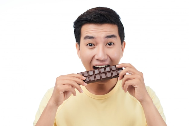 En dégustant du chocolat