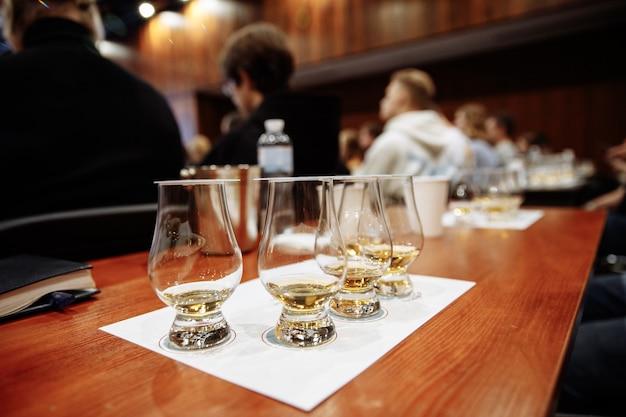 Dégustation de whisky photo de haute qualité