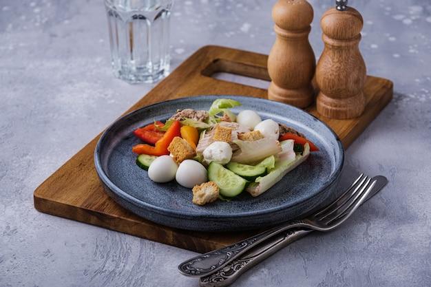 Déjeuner savoureux et sain. régime équilibré