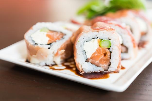 Déjeuner sushi cru gourmet japon