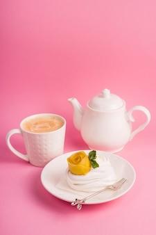 Délicat dessert naturel léger et calorique à base de meringue
