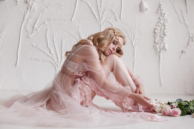 Délicat portrait d'une jeune fille modèle.