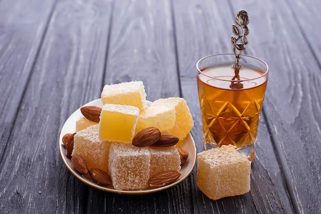 Délice turc traditionnel et thé