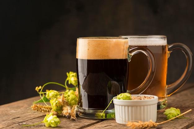 Délicieuse bière et ingrédients