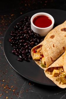 Délicieuse composition de repas riche en protéines