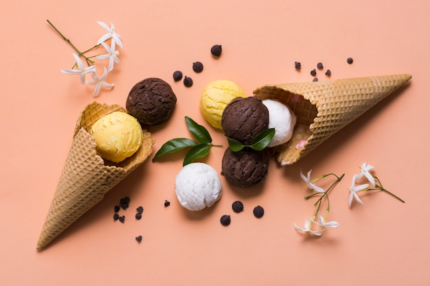 Délicieuse crème glacée sur cône