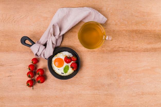Délicieuse omelette avec espace de copie
