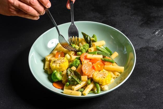 Délicieuse pâte tiède aux légumes