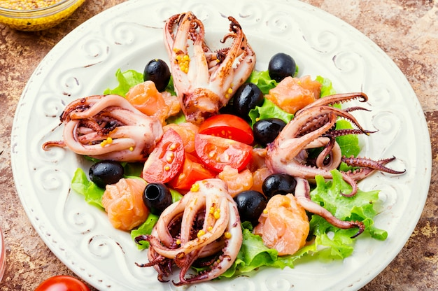 Délicieuse salade de fruits de mer