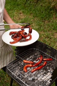 Délicieuse saucisse chorizo sur le gril