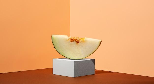 Délicieuse tranche de melon jaune