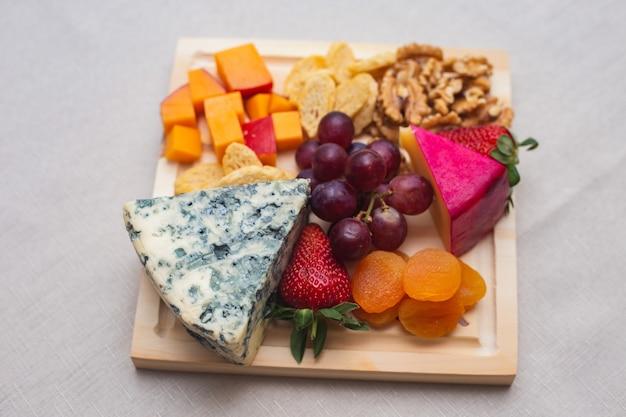 Délicieuse variété de fromages. les fromages