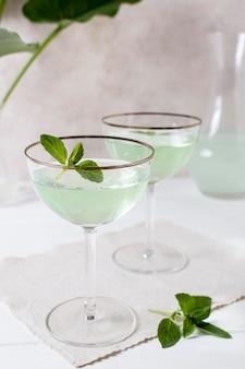 De délicieuses boissons alcoolisées prêtes à être servies