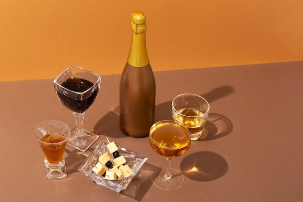 De délicieuses boissons d'été à angle élevé