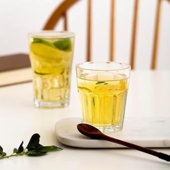 Délicieuses boissons à la menthe poivrée