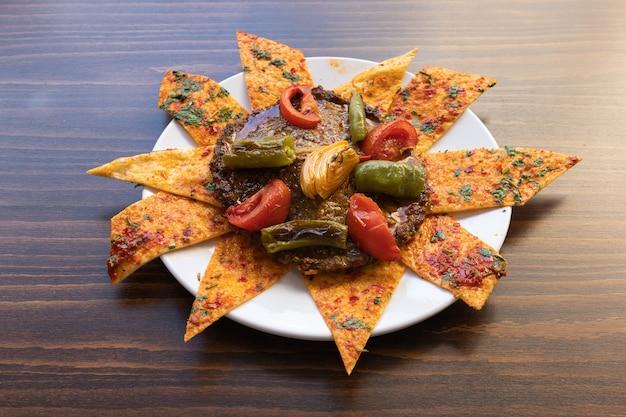 Délicieuses boulettes de viande de la cuisine turque