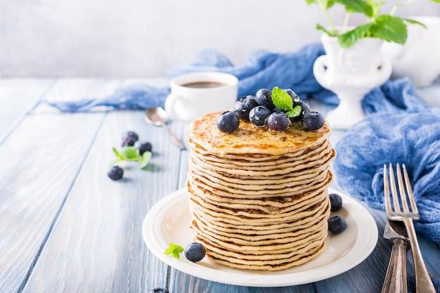 De délicieuses crêpes aux bleuets frais