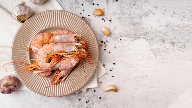 Délicieuses crevettes cuites sur plaque