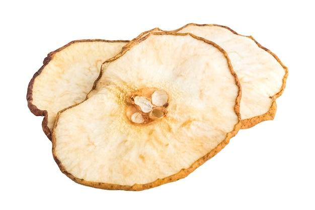 De délicieuses pommes séchées sur une plaque blanche. objet isolé