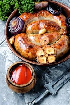 Délicieuses saucisses grillées
